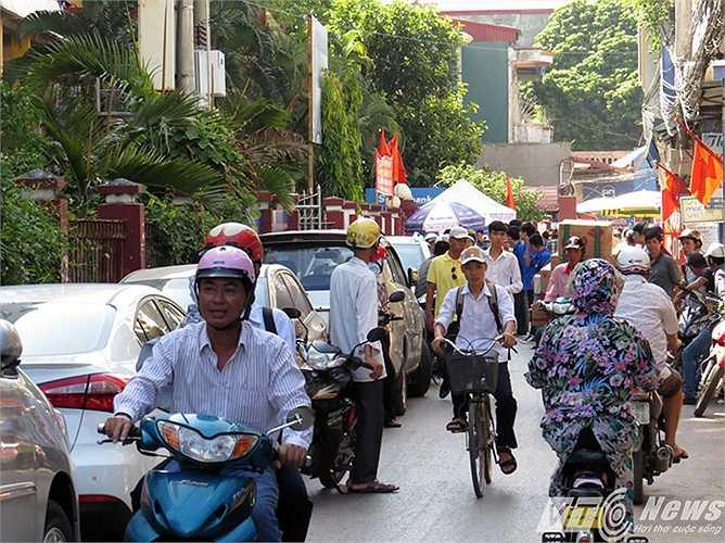 Khiến giao thông tại khu vực này xảy ra xung đột, tắc nghẽn.