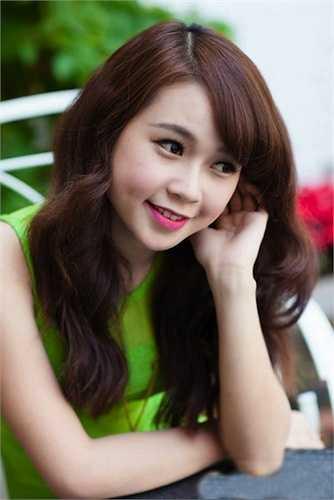 Sam, hot girl Sài thành khiến fan 'đổ gục' bởi nụ cười má lúm duyên dáng
