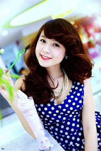 Sam tên thật là Nguyễn Hà My (sinh năm 1990), là hot girl nổi tiếng Sài thành