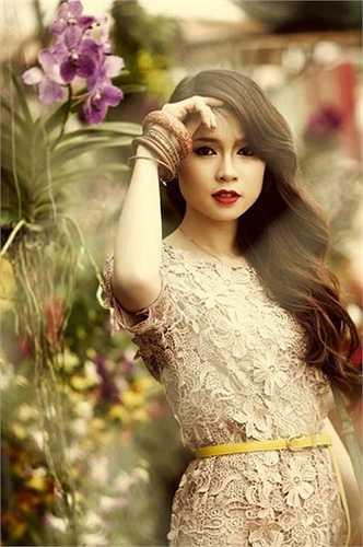 Cô từng là người mẫu ảnh, tham gia đóng các MV ca nhạc