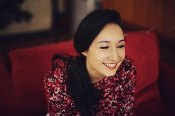 Hot girl Anna Trương không chỉ nổi bật bởi vẻ đẹp lai Tây mà còn bởi đôi má lúm duyên dáng