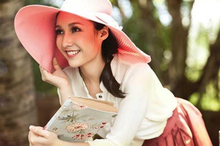Ở góc độ nào, Anna Trương trông cũng thu hút