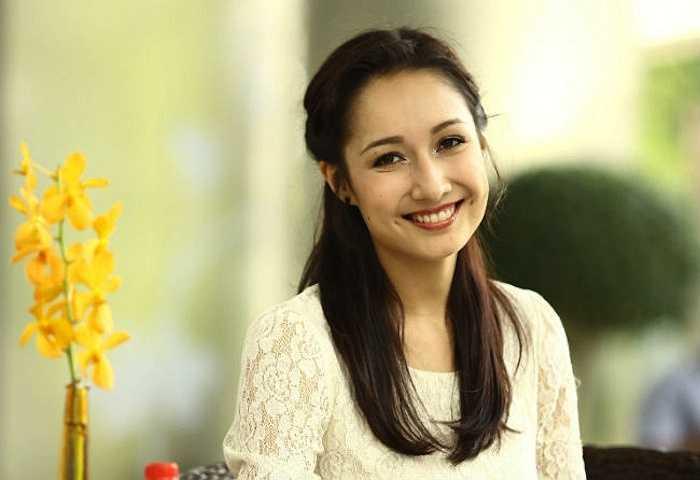 Vẻ ngoài ngọt ngào và nụ cười tươi như hoa của Anna Trương