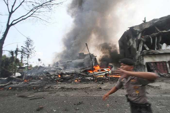 Vụ tai nạn xảy ra lúc 12h08 giờ địa phương tại khu dân cư trên đảo Sumatra