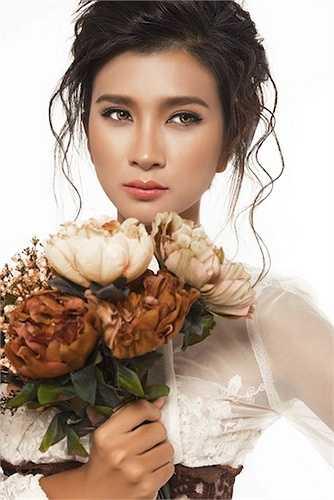 Sau cuộc hôn nhân kéo dài 2 năm, Kim Tuyến trở thành bà mẹ đơn thân đến tận bây giờ.