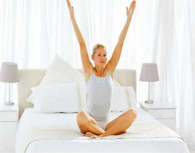 Hoạt động: Nếu có thể, bạn nên đi dạo buổi sáng hoặc tập yoga, hoạt động thể chất sẽ cải thiện lưu thông máu và sẽ giúp cải thiện làn da của bạn.