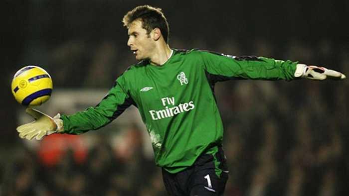 Trước khi sang Arsenal, giá chuyển nhượng của Petr Cech chỉ là 10 triệu euro, sau khi anh chuyển tới Chelsea từ Rennes hồi năm 2004. Khi ấy thủ môn này xếp thứ 20 trên bảng xếp hạng những người gác đền đắt giá nhất