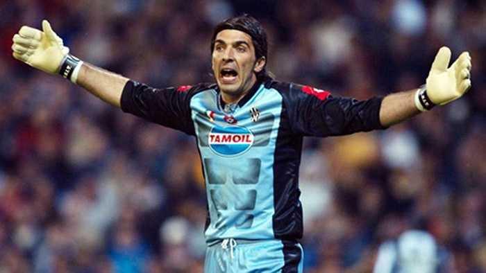Người đứng đầu đương nhiên là Buffon, sau khi Juventus bỏ ra 46 triệu euro mua anh về từ Parma năm 2001