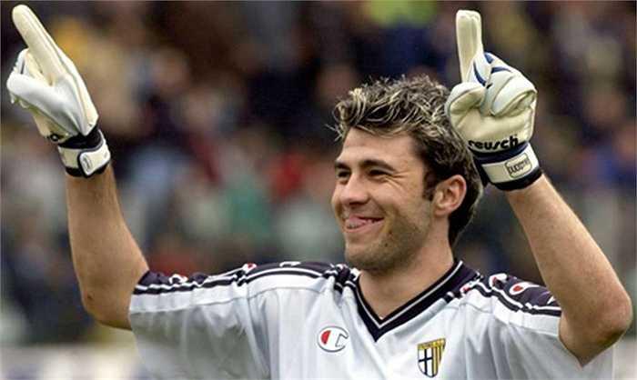 Từng là một thủ thành vô cùng danh tiếng, Sebastien Frey ngốn của Parma 18 triệu euro hồi năm 2001. Nhiệm vụ của Frey lúc ấy đương nhiên là thay thế Buffon