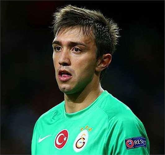 Tài năng của thủ môn người Uruguay Muslera đã thuyết phục Galatasaray trả cho Lazio 14 triệu euro hồi năm 2011