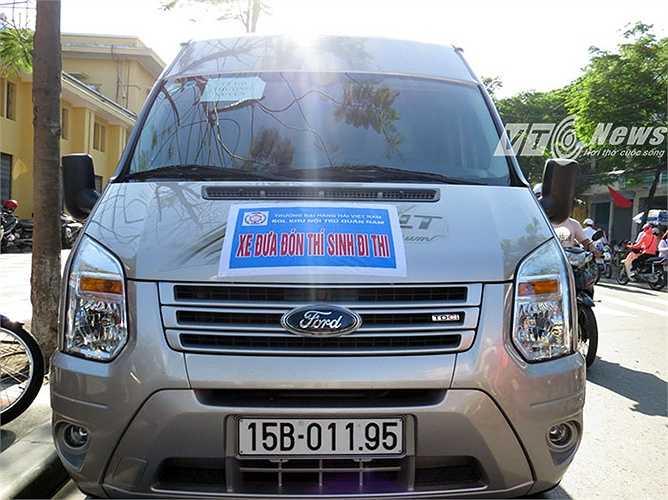 Một bác tài xế cho biết, năm nay, Trường Đại học Hàng hải Việt Nam huy động 30 xe ô tô từ 16 - 45 chỗ ngồi đưa đón các thí sinh ở trọ tại KTX sinh viên Đại học Hàng Hải Việt Nam đến 30 điểm thi.