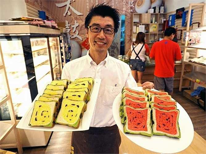 Thoạt nhìn, những chiếc bánh  mỳ thơm ngon nhìn không khác gì miếng dưa hấu được bổ sẵn.