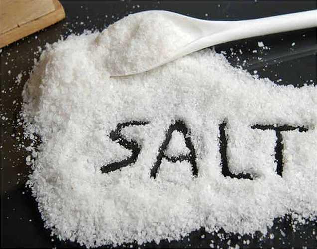 Muối: Nghiên cứu chỉ ra rằng một chế độ ăn nhiều muối cũng có thể dẫn đến bệnh gan nhiễm mỡ. Lượng muối dư thừa là một trong những điều tồi tệ nhất cho gan của bạn.
