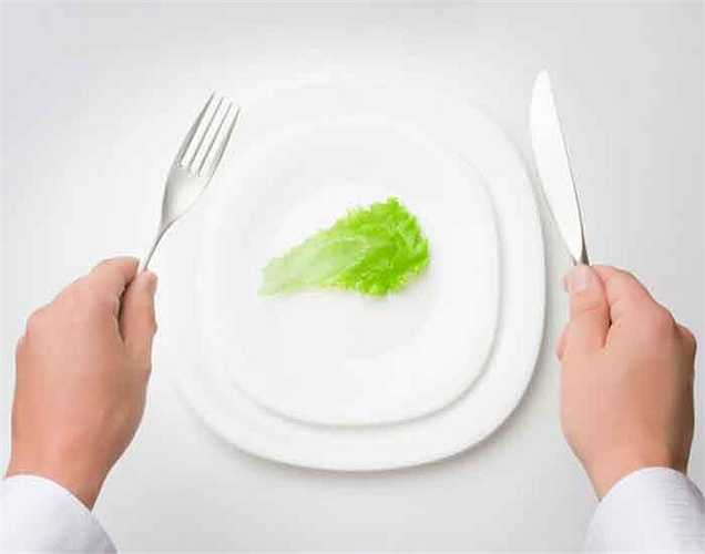 Nhật Bản không có phụ nữ ăn kiêng: họ không quan tâm đến chế độ ăn kiêng như phụ nữ các nước khác. Họ thỏa sức thưởng thức các loại thực phẩm khác nhau. Họ đi bộ  mọi nơi, giúp giữ dáng. Họ luôn luôn hoạt động hàng ngày.