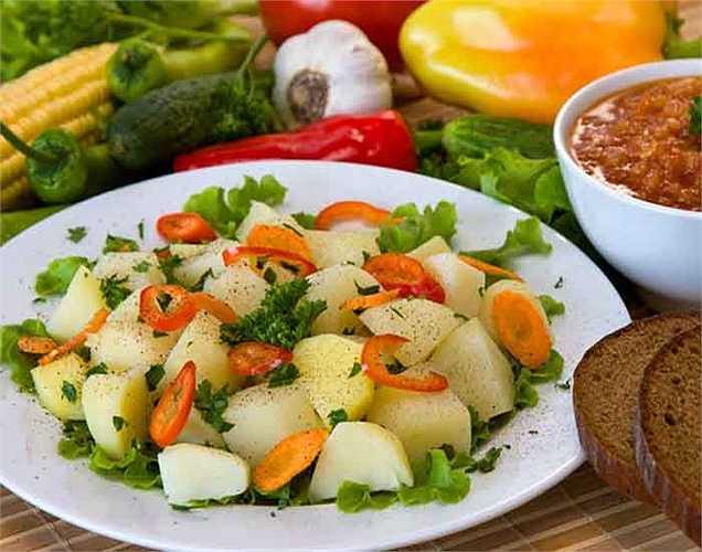 Người Nhật ăn rau vì chúng rất giàu chất chống oxy hóa, vitamin và khoáng chất. Họ thích ăn các loại rau họ cải như bông cải xanh, bắp cải, giá đỗ, cải xoăn, cải thìa. Những loại rau này rất tốt cho sức khỏe.