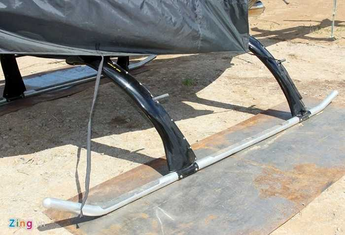 Trực thăng có thể đáp trên mặt sân khoảng 20 x 20 m.