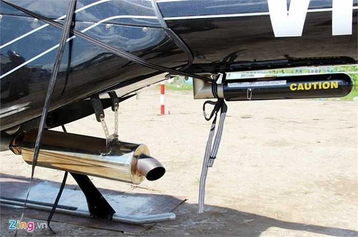 Ống xả của trực thăng to hơn bắp chân người lớn.