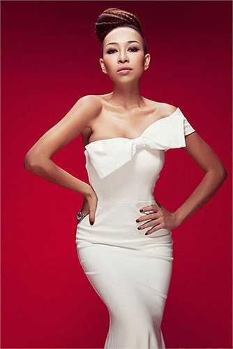 Tận dụng triệt để lợi thế thân hình, kết hợp với biểu cảm khuôn mặt, gu trang điểm và thời trang 'lên hạng', Thảo Trang bỗng trở nên đẹp lạ.