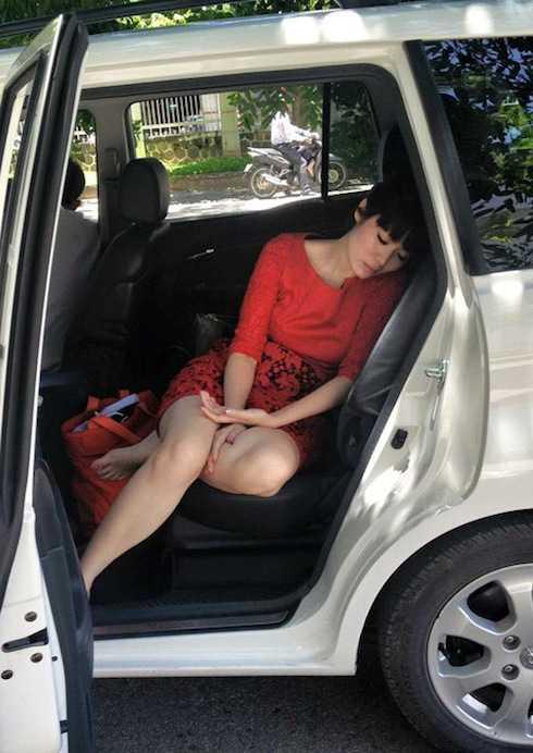 Hoa hậu Thu Thủy đăng tải bức ảnh cô đang ngủ trong <a href='http://vtc.vn/oto-xe-may.31.0.html' >ô tô</a>
