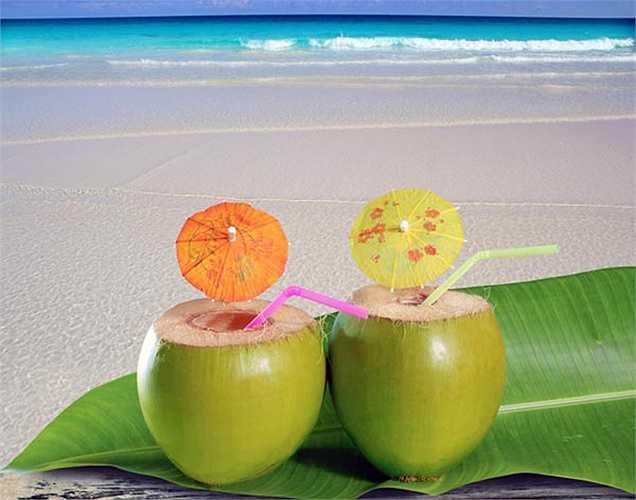 Nước dừa: Rất tốt trong việc ngăn ngừa cao huyết áp. Vì vậy người huyết áp cao nên uống nước dừa ít nhất ba lần một tuần.