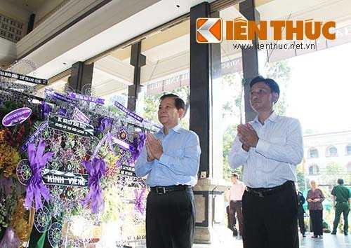 Nguyên Chủ tịch nước Nguyễn Minh Triết viếng NS Phan Huỳnh Điểu