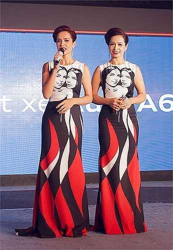 Trong khi đó, chị em Thúy Hằng - Thúy Hạnh chọn váy đôi đồng điệu đảm nhận vai trò MC. Bộ cánh có họa tiết hình hai chị em ấn tượng, giúp họ thu hút trên sân khấu.