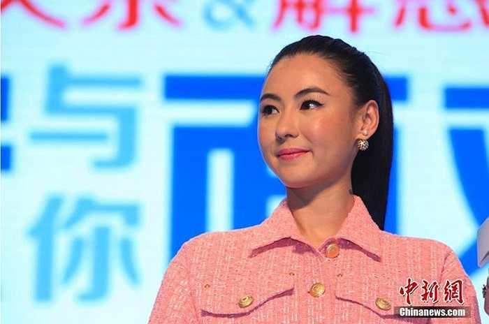 'Ngọc nữ Hong Kong' Trương Bá Chi gây sốc với gương mặt căng cứng khi xuất hiện trong một sự kiện giải trí gần đây