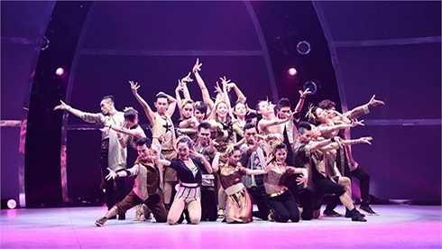 So you think you can dance là cuộc thi dành cho vũ công đình đám tại Mỹ. Về Việt Nam với tên gọi Thử thách cùng bước nhảy, sân chơi này không được rầm rộ như mong đợi. Mùa giải đầu tiên được xem là thành công nhất của chương trình khi được bình chọn là 'Chương trình truyền hình được yêu thích nhất' của giải Mai Vàng.