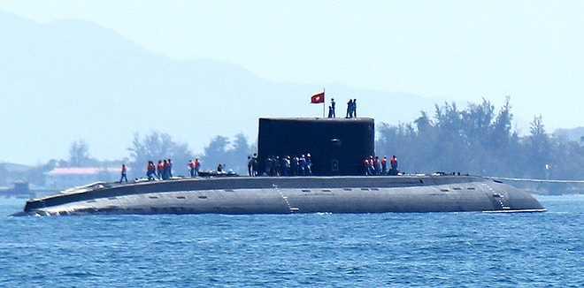 Kilo 185 được đóng tại nhà máy đóng tàu Admiralty ở Saint Petersburg, Nga, hạ thủy tháng 3/2014 và đã kiểm tra toàn diện trên biển Baltic trước khi đưa về Việt Nam.