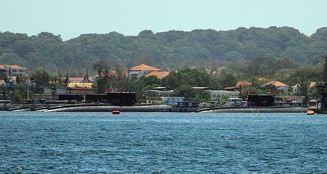 Trước đó, trong năm 2013 và 2014, ba chiếc tàu ngầm Kilo 182 Hà Nội, 183 TP Hồ Chí Minh, 184 Hải Phòng lần lượt được đưa về Việt Nam, tham gia huấn luyện ở Quân cảng Cam Ranh.