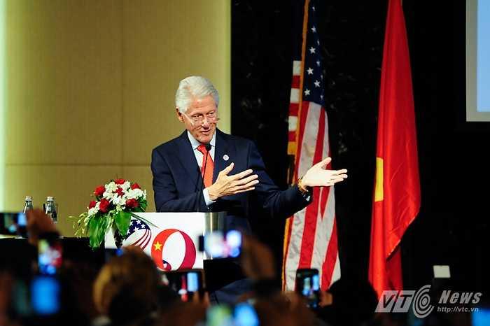 Cựu Tổng thống Mỹ Bill Clinton chia sẻ về những gì đã làm được trong 20 năm quan hệ Việt Mỹ