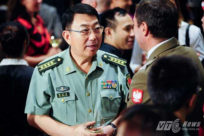 Một sĩ quan quân đội nước ngoài tham dự lễ kỷ niệm Quốc khánh Mỹ tại Hà Nội