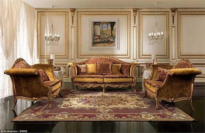 Những bộ bàn ghế trong biệt thự trông rất sang chảnh.