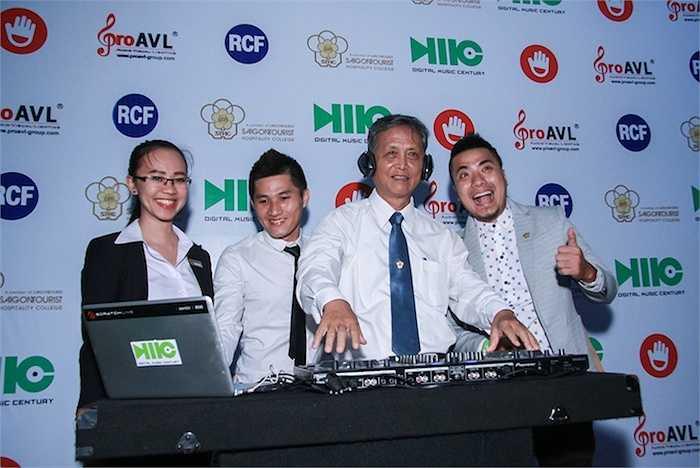 Thầy Trần Văn Hùng, Hiệu trưởng trường Trung cấp Du lịch & Khách sạn Saigontourist (STHC) chia sẻ 'DJ là một nghề gắn liền với ngành du lịch. Với mong muốn đi đầu về giáo dục, hướng nghiệp du lịch, nên Trường Saigontourist quyết định đưa DJ vào một nghề đào tạo chính quy của trường. Khóa 1 nghề DJ sẽ được tuyển sinh và khai giảng vào tháng 7/2015'.