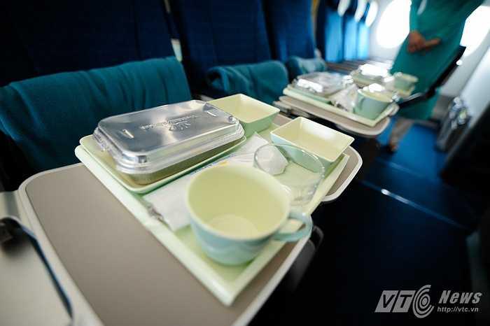 Khay đồ ăn phục vụ trên A350-900 XWB