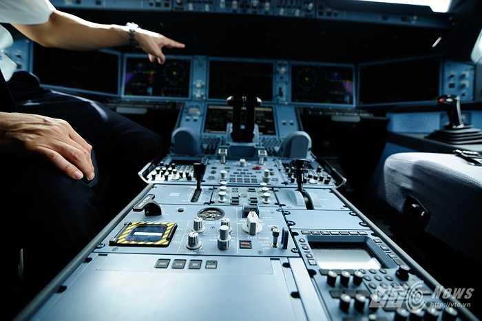 Hệ thống điều khiển trong buồng lái