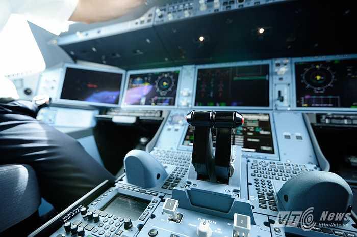 Cần điều khiển trong cabin A350-900 XWB