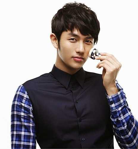 Seulong (2AM) ước mơ làm nghệ thuật vào thời điểm Hàn Quốc đối mặt với khủng hoảng kinh tế. Gia đình ba thành viên của nam ca sỹ từng phải sống với chỉ 50 nghìn won (xấp xỉ 42 đôla) mỗi tháng nhưng vẫn chu cấp để Seulong được theo học trường nhạc