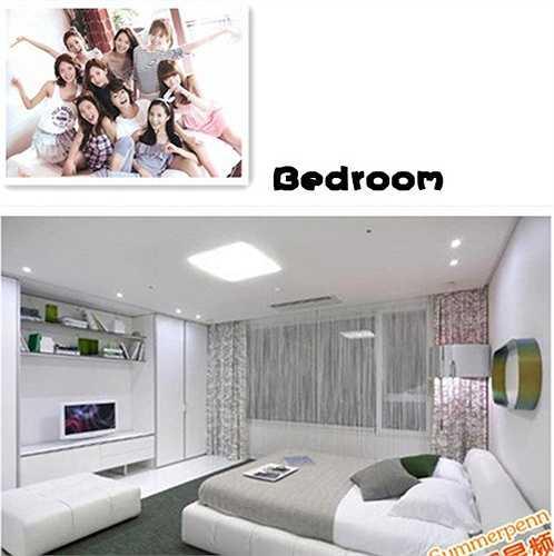 Cận cảnh phòng ngủ thanh lịch trong căn hộ mới toanh của các cô gái trong nhóm SNSD. Tuy nhiên, tất cả thành viên đều đã có nhà riêng nên họ cũng hiếm khi ngủ lại đây.