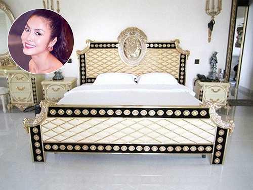 Chiếc giường sang trọng được thiết kế theo phong cách hoàng gia của đôi vợ chồng Tăng Thanh Hà sau khi dọn đến căn biệt thự xa hoa ở Quận 2, TP.HCM.