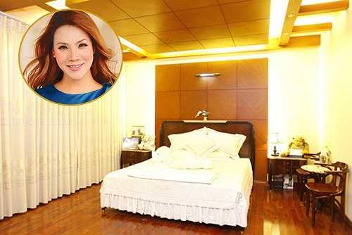 Trong căn nhà của Hồ Quỳnh Hương thì phòng ngủ là nơi được bài trí đơn giản nhất nhưng vô cùng ấm áp và tiện nghi.