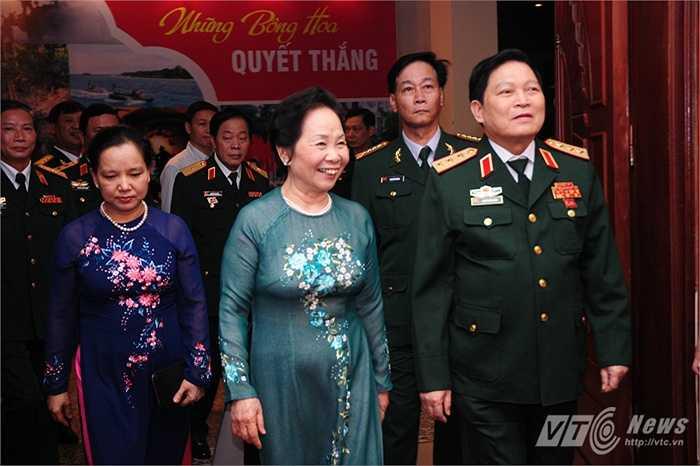 Ủy viên Ban chấp hành Trung ương Đảng, Phó Chủ tịch nước Nguyễn Thị Doan và Thượng tướng Ngô Xuân Lịch đến tham dự chương trình