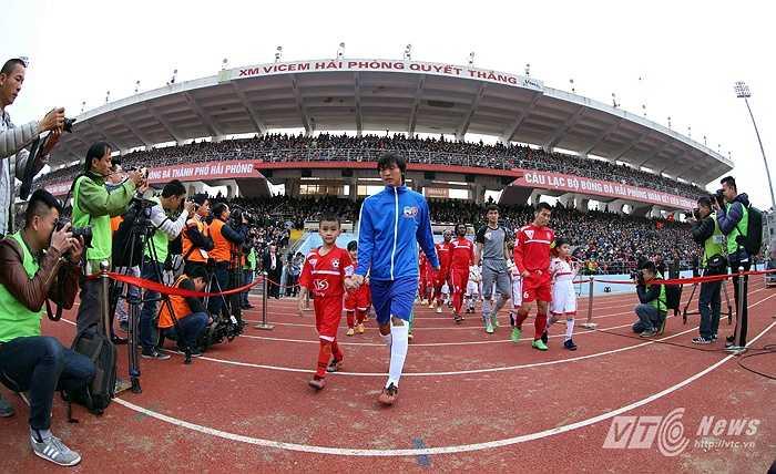Sức chứa của Lạch Tray là 30.000 và số lượng khán giả trung bình đến sân mỗi trận khoảng 12.000. (Ảnh: Quang Minh)