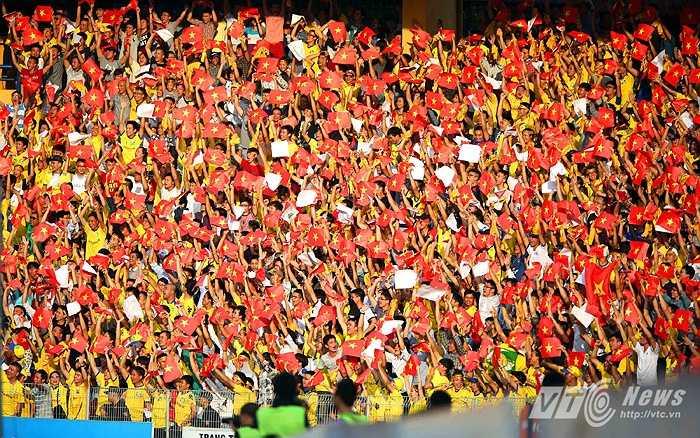 Lãnh đạo CLB B.Bình Dương vừa đồng ý cấp miễn phí 3.500 vé cho CĐV SLNA đến sân Gò Đậu xem trực tiếp đại chiến B.Bình Dương - SLNA ở vòng 14 V-League cuối tuần này. (Ảnh: Quang Minh)