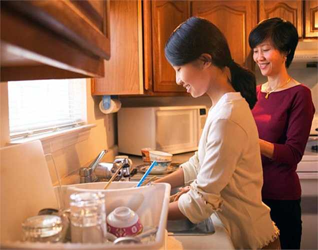 Duy trì khoảng cách: Nếu bạn có thể duy trì khoảng cách hai giờ giữa bữa ăn tối và giấc ngủ, sẽ tốt cho quá trình tiêu hóa của bạn. Hãy dành thời gian  đó để hoàn thành công việc gia đình.