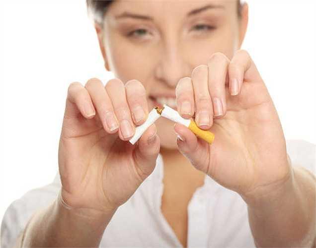 Hút thuốc: Hầu hết những người hút thuốc thích hút thuốc ngay sau khi ăn tối. Thói quen này rất nguy hiểm cho hệ thống tiêu hóa và nó cũng có thể gây ra chứng ợ nóng.