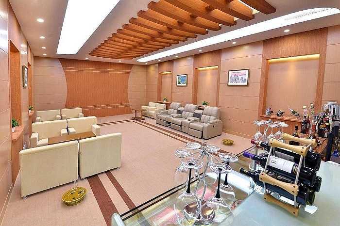 Một căn phòng sang trọng, hiện đại bên trong nhà ga Bình Nhưỡng