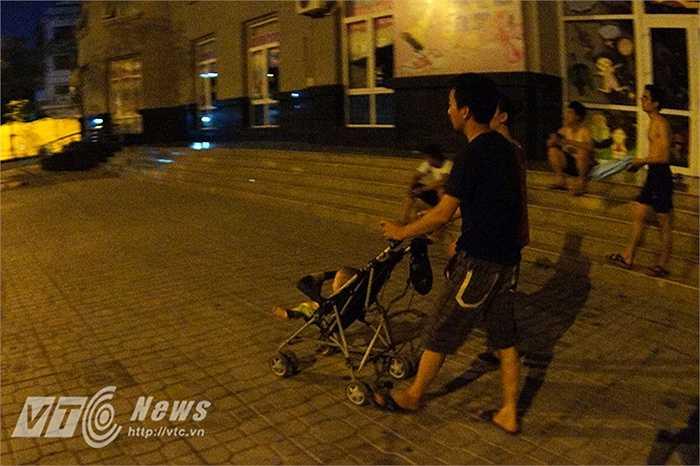Anh Nam (31 tuổi) bức xúc, giữa đêm lại bị cắt điện, người lớn khổ 1 thì trẻ con còn khổ gấp 10 lần.