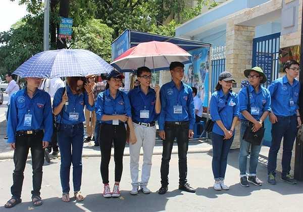 Các tình nguyện viên trường ĐH Luật Hà Nội.