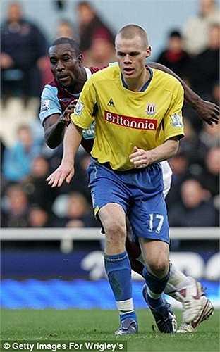 Là thành viên của đội trẻ Man Utd nhưng Ryan Shawcross lại gắn bó rất lâu với Stoke từ năm 2008